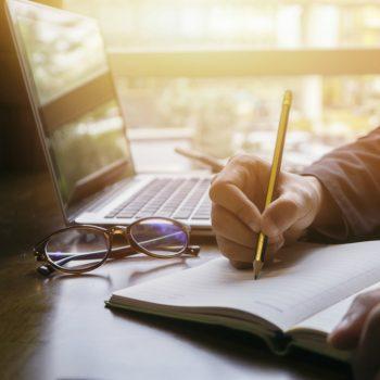 Como conciliar trabalho e estudo para cursar a sua especialização