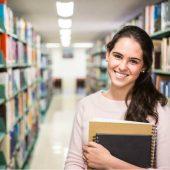Faculdade pública vs. particular: entenda as diferenças no mercado