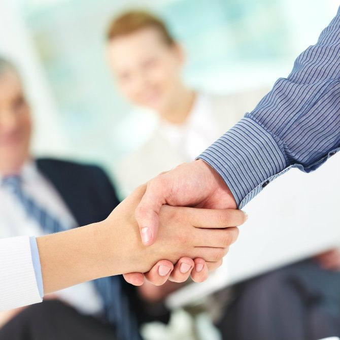Quais são os critérios de promoção levados em conta nas empresas?