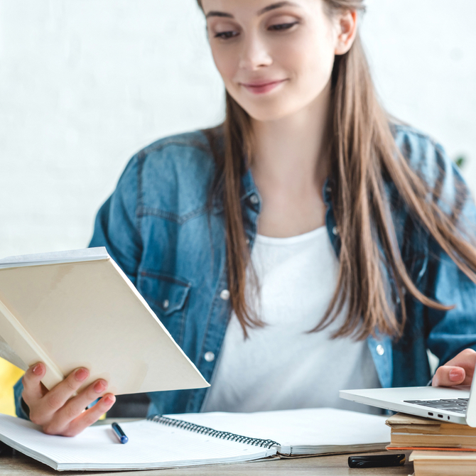 Trabalhar e estudar ao mesmo tempo: por que a modalidade EAD é ideal?
