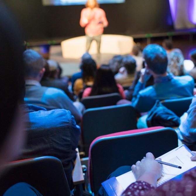 Assista a 6 palestras TED para inspirar sua carreira