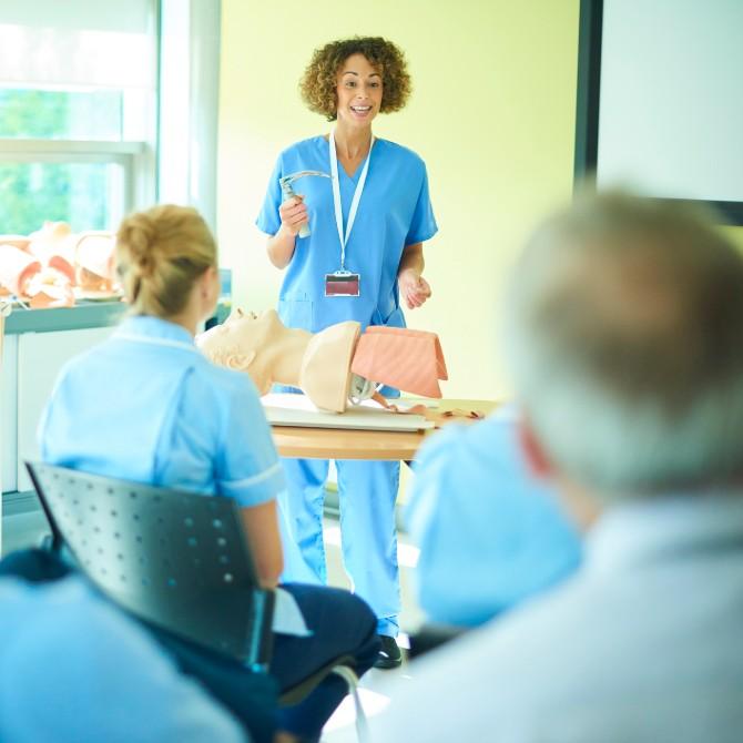 Quer seguir a docência em Enfermagem? Saiba tudo neste post!